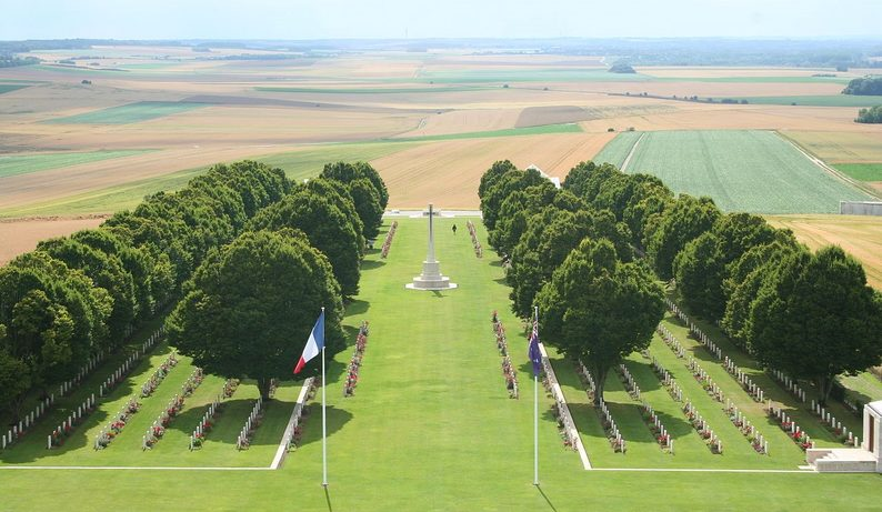 Military Cemetery at Villers-Bretonneux. Image: Nigel Aspdin via Wikimedia Commons
