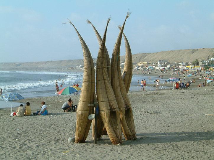 (Traditional reed 'caballitos de totora' at Huanchaco. Image credit: Allard Schmidt)