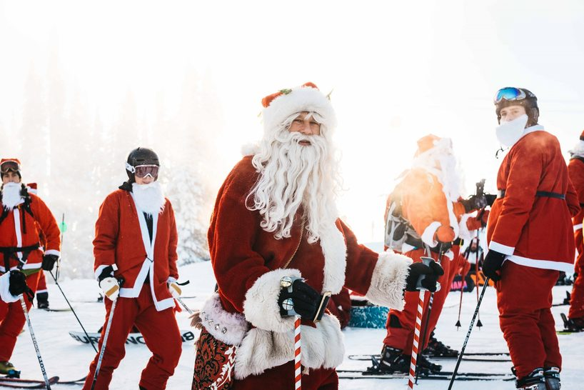 Skiing Santas at Whistler, Canada. Credit: www.artofliving.summitlodge.com