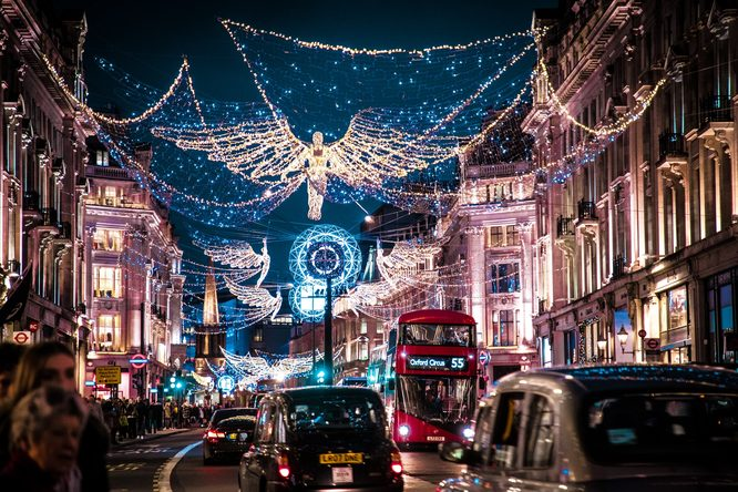 Christmas lights, Regent Street. Credit: VisitBritain