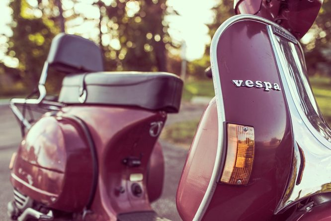 Vespas are right at home in Italy. Image credit: Pexels