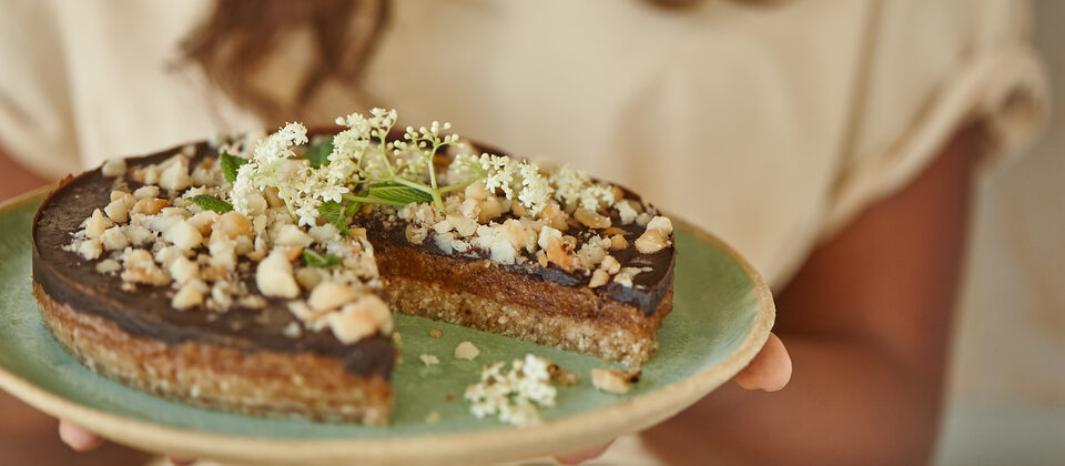Macadamia and salted caramel raw slice