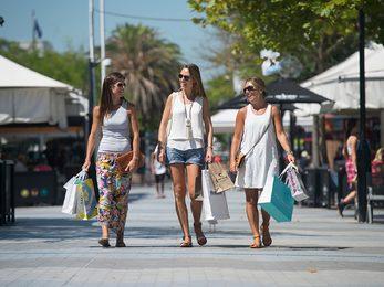 Shopping in Cronulla Plaza